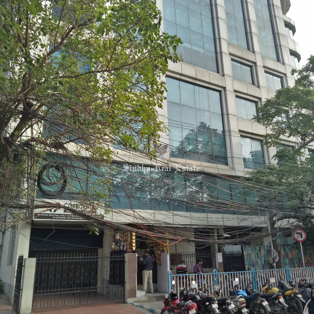 Rent of a 2500 sq/ft furnished commercial office space