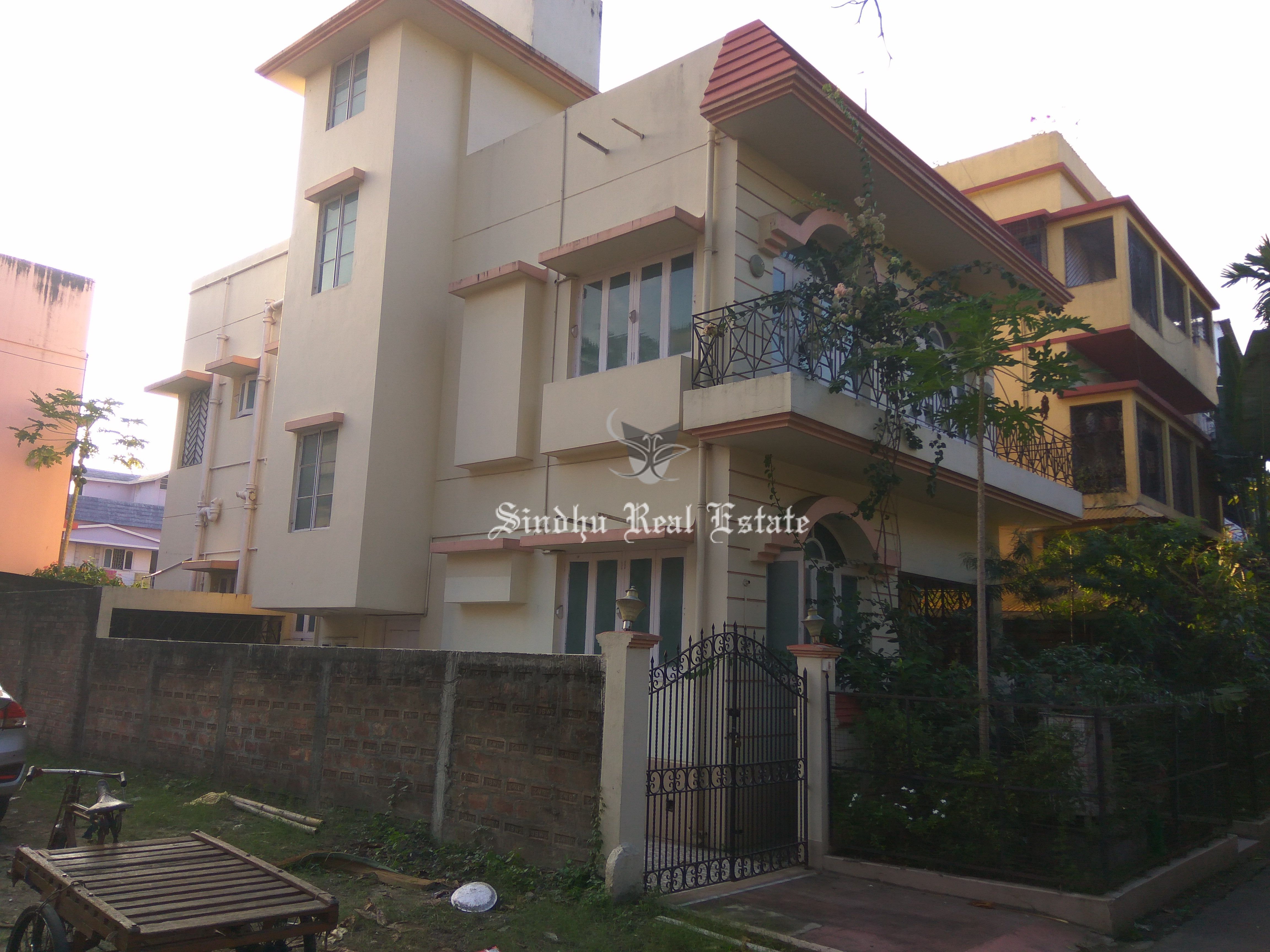 Well Designed and Furnished 4 BHK residential Flat in Salt Lake Sector 1