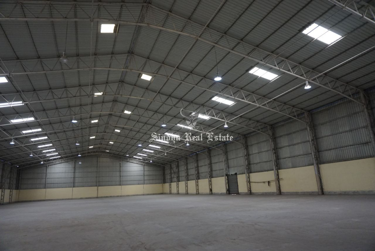 An affordable and large warehouse in Bombay Road
