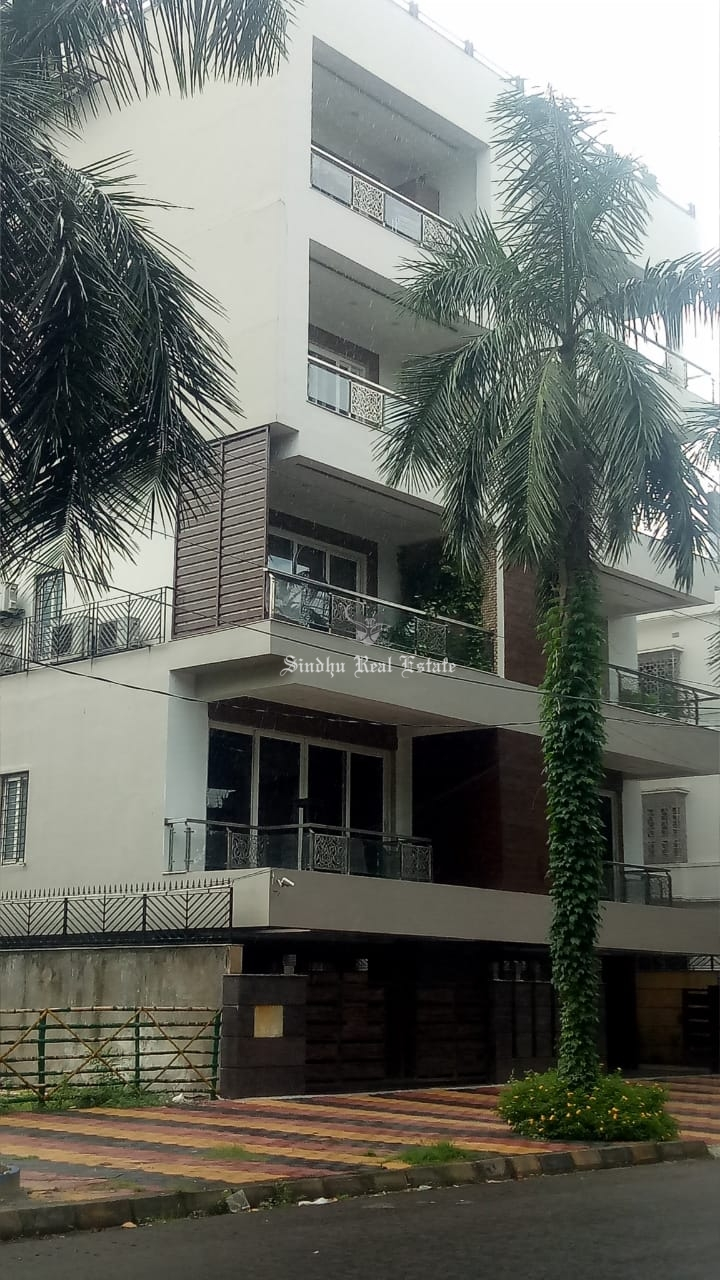 Residential House for rent at Salt-lake, near city center 1.