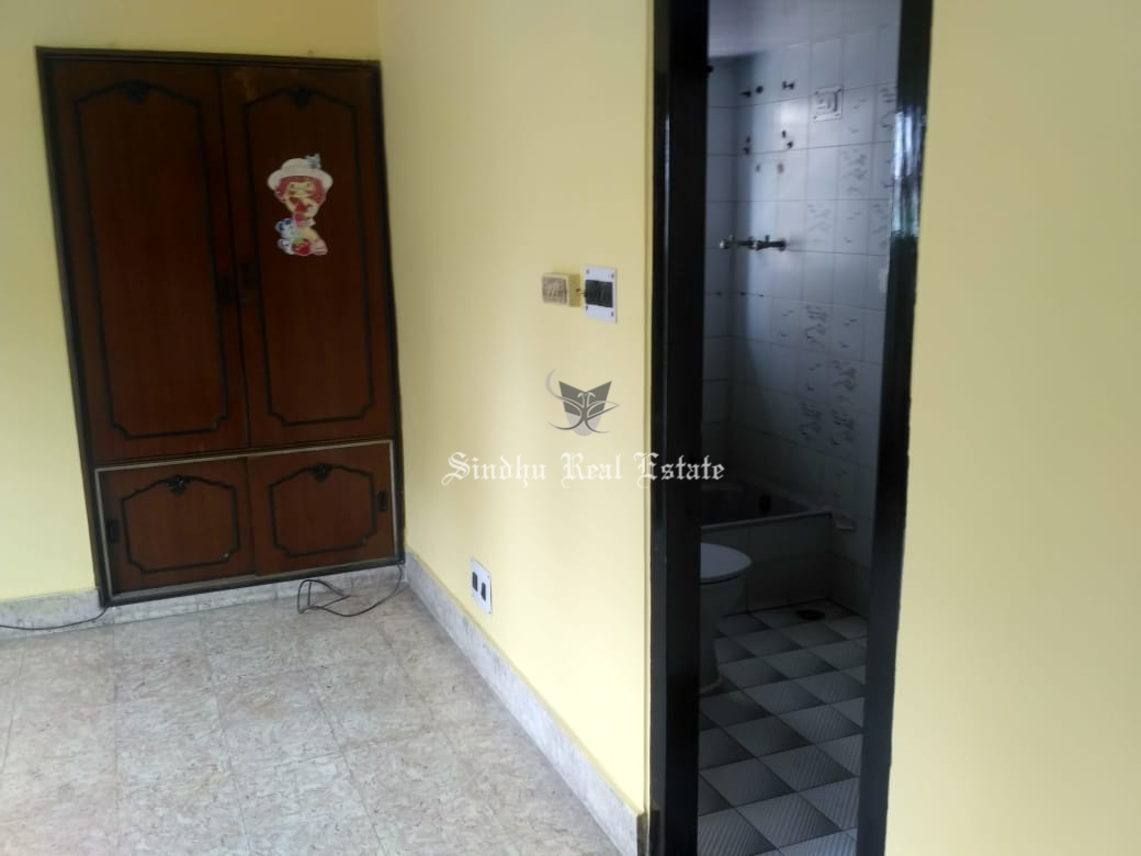rent 4 BHK semi furnished flat for rent in Salt-lake location